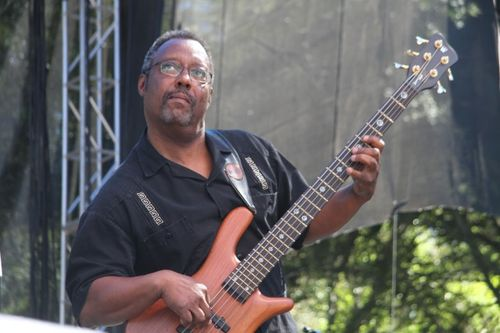 Taj Mahals bass player at Santa Cruz blues festival (3)