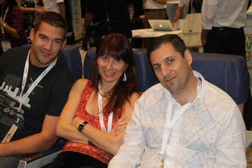 Louis-Howes Renee-Blodgett and Larry-Benet in Southwest booth - bwe10 - blogworld