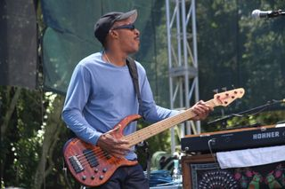Tony-Hall with Ivan Nevilles Dumpstaphunk band at Santa Cruz blues festival (5)