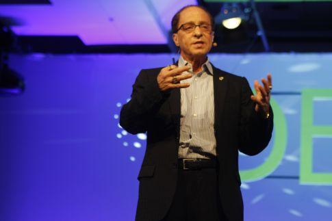 Ray-Kurzweil on DEMO 2012 stage (17)